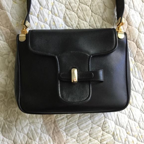 6050cf4fe20c6 GUCCI Vtg Black Leather Shoulder Bag Gold Hardware